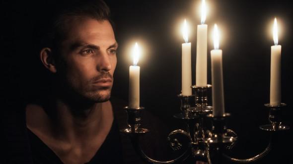 Portrait mit Kerzenlicht